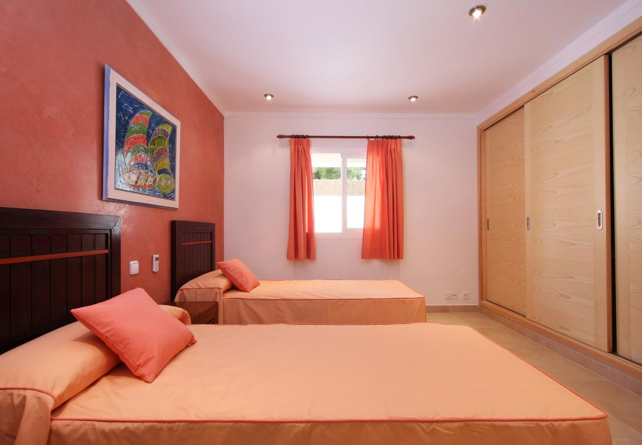 Villa en Cala San Vicente - MEDINA. Moderna villa a solo 325 m de playas de aguas cristalinas