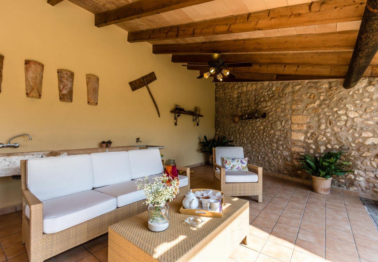 Villa en Buger - CARRATXET. Respetando las raíces con estilo