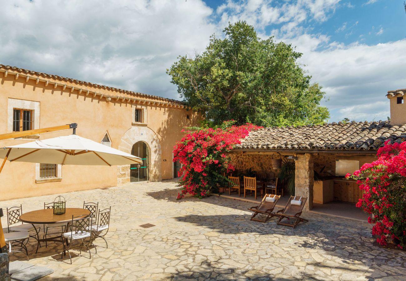 Villa en Buger - FLORIT. La fusión perfecta entre lo tradicional y lo moderno