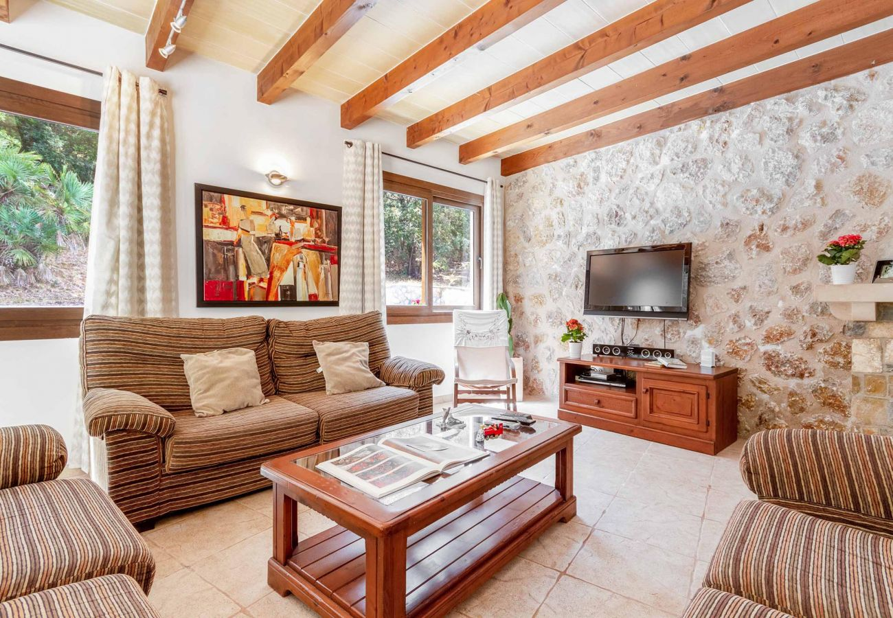 Villa en Cala San Vicente - ALEXANDRIA. Casa con estilo junto a la playa